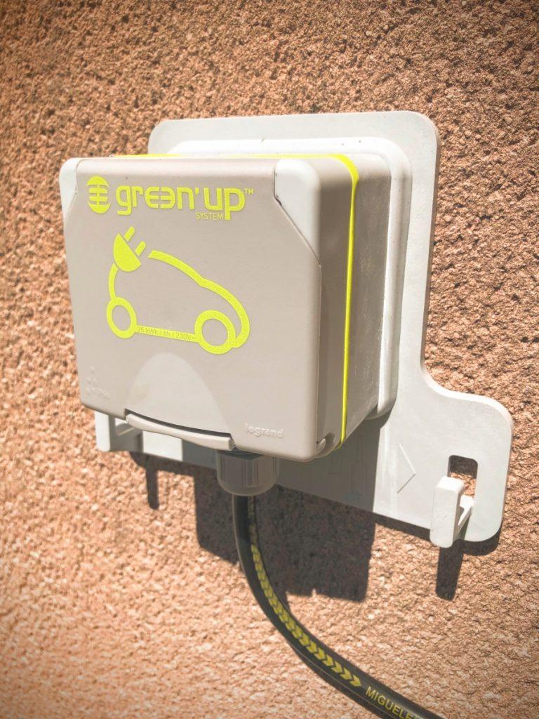 borne de recharge voiture électrique hotel puy de dôme